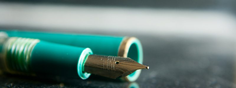 A fountain pen to sign and execute a will